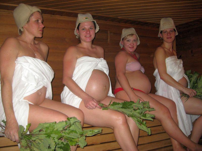 Женщины в городской бане